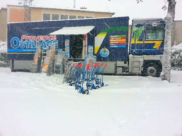 Un camion, la neige sur Cunlhat, mercredi…