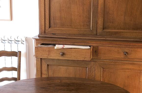 Redonnez à vos meubles leur éclat avec un détachant rénovateur bois